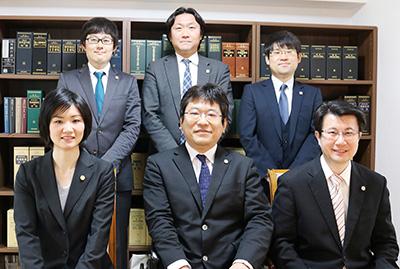 交通事故弁護士6名 協力体制の確立